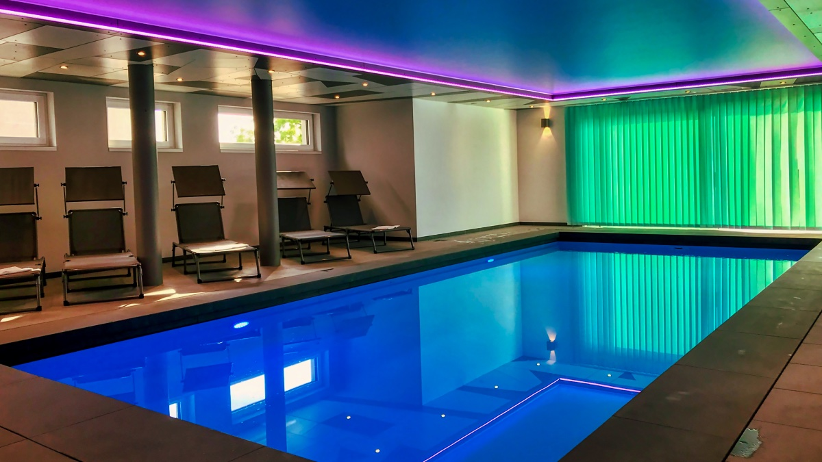 Heated indoor pool with view and jetstream system